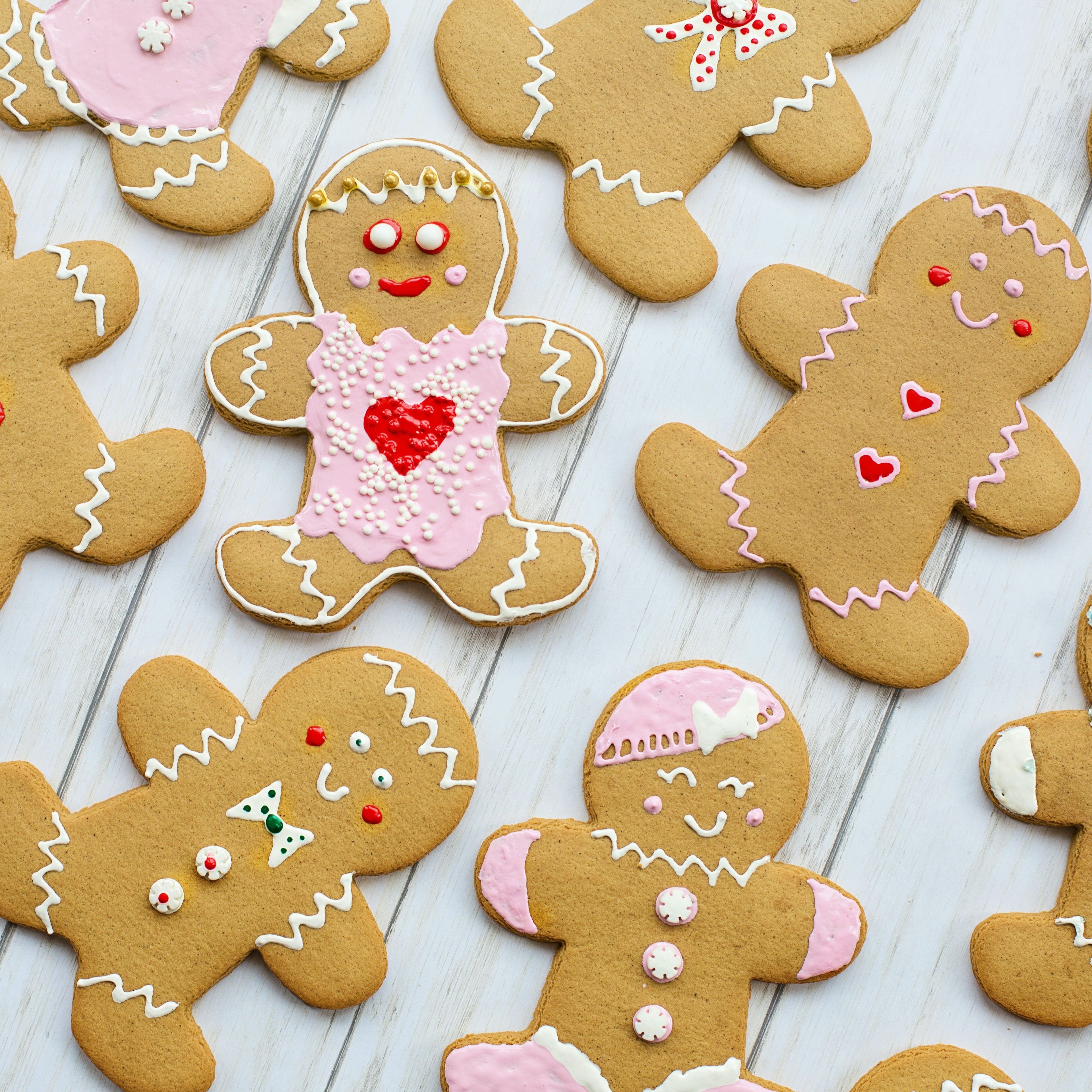 /blogue/top-view-of-gingerbread-cookies-laid-flat-on-a-wooden-table-3309805.jpg